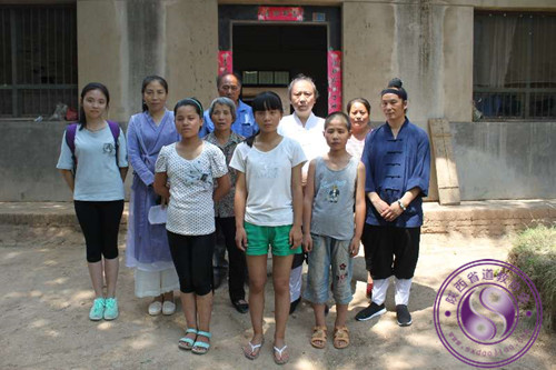 西安骊山老母宫走访资助临潼贫困学生家庭