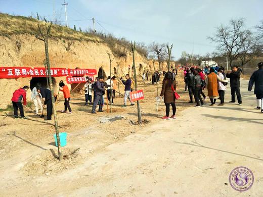 兴平黄山宫举行公益植树活动