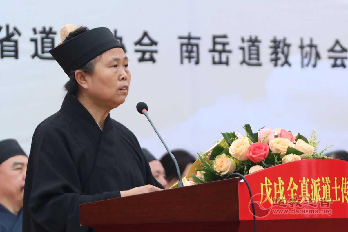 中国道教协会副会长胡诚林道长担任典礼主持。