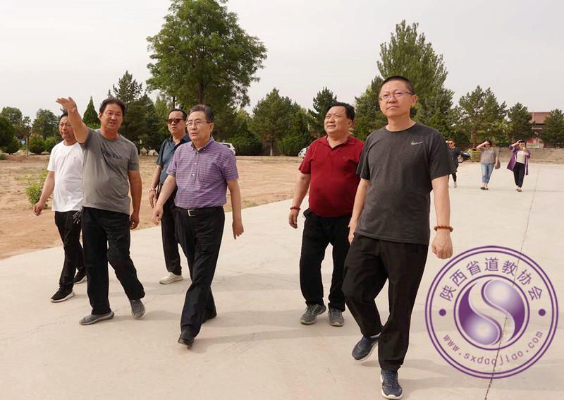 榆林市民宗局局长李长瑞检查卧云山道观防疫...